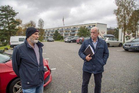 Bjørn Bratlie (t.v.) og Kjell Tore Aarnæs frykter at prosjektet borettslaget har jobbet med i fem år skal gå i vasken.