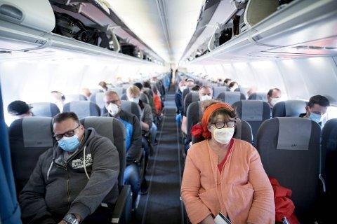 Da koronakrisen raste på sitt verste forsvant ni av ti passasjerer fra Flesland. Nå er en del av de reisende tilbake, men fortsatt er det munnbindkrav og andre restriksjoner.
