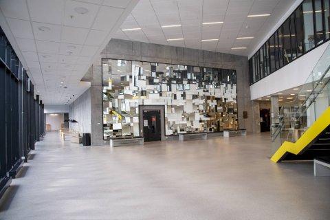 Nå blir det tomt i korridorene på NHH igjen. Fra mandag er det slutt på fysisk undervisning for studentene.