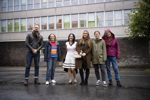 Studenter og ansatte ved NLA har stiftet lokallag av SKN for å vise støtte til skeive ved skolen. Her er Ole Johannes Kaland (f.v.), Gunn Vedøy, Andrea Baldomir, Veronika Knudsen, Isabell Gundersen og Line Ytrehus.
