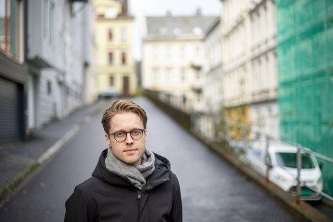 Forfatter Eivind Sundmann Larssen er aktuell med romanen «Vi er basert på en sann historie».