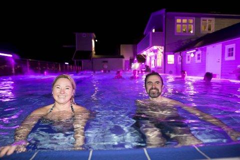 Ildsjel Kjersti Helle og byråd Endre Tvinnereim tok seg et bad for å feire nyheten.