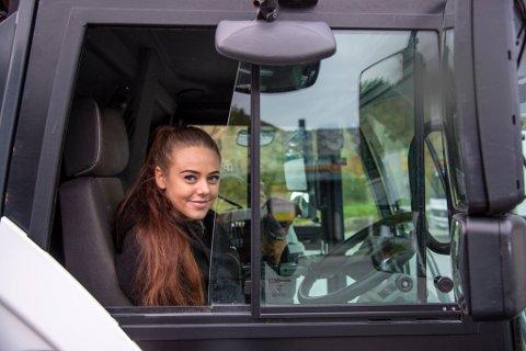 Astrid Skage tilbringer mye tid på E16, hvor hun jobber med vasking av tunneler og vei.