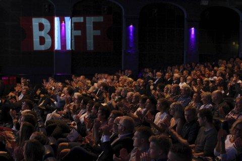 En fullstappet kinosal som dette, blir det ikke å finne under årets utgave av Bergen Internasjonale Filmfestival. Men filmer og dokumentarer skal du få!