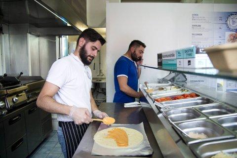 Den lille greske take-away restauranten på Kronstad har blitt svært populær blant bergenserne.