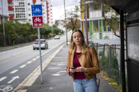 Sandra (23) ble frastjålet mobiltelefonen da hun ventet på bussen i Michael Krohnsgate mandag kveld. Tirsdag fikk hun den utrolig nok igjen ved hjelp av en mann som tydeligvis hadde kjennskap til mobiltyven.