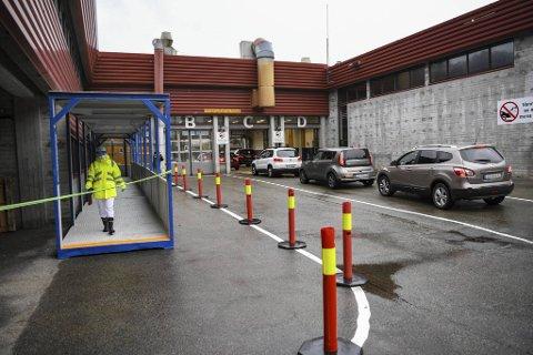 Teststasjonen på Spelhaugen i Fyllingsdalen  har en kapasitet til å teste 800 personer etter drop-in-prinsippet, og det har tidvis vært svært stor pågang der.
