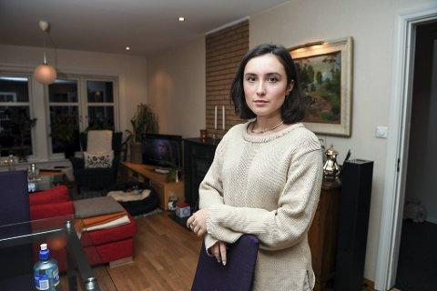 Andrea Sanchez Naug er bekymret. – Jeg kan ikke vite om eleven på nabopulten er smittet, sier hun.