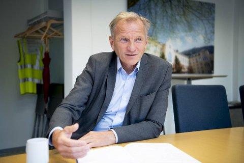 Sykehusdirektør Eivind Hansen er bekymret. Smitten rammer igjen sårbare grupper.