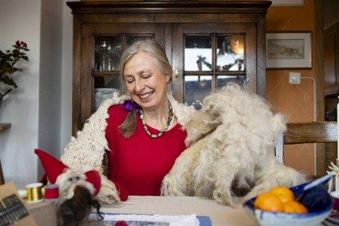 Margrethe Joys er alt i gang med juleverkstedet hjemme på Grønnestølen.