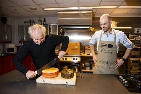 Ysteridriver Jørn Hafslund (t.v.) og Arvid Notland fra Mise En Place møttes fredag for å teste to verdensmester-oster.