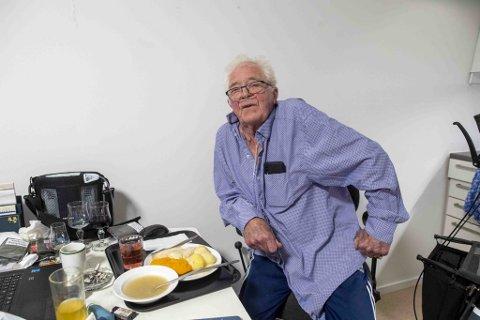 Etter at Helge Torgersen flyttet til omsorgsbolig pluss, får han mat fra Matvarehuset hver dag.  Her har han fått servert ett av ukens tre fiskemåltider.