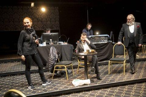 """""""Julegøy 3"""" har premiere onsdag. De 37 forestillingene til showet får bare 740 personer se med publikumsgrense på 20."""