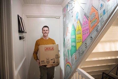 Etter åtte år i Hordagaten flytter Rema-kjøpmann Mats Lehne til Voss for å drive ny butikk. Nå klargjør han sin gamle bolig på Løvstakksiden for salg.