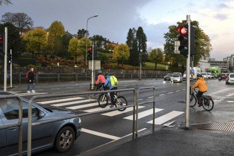 Dette lyskrysset har skapt frustrasjon for mange i morgenrushet denne uken. Nå lover Vegtrafikksentralen at feilen blir fikset natt til fredag.