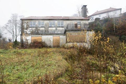 Forfallet har kommet langt på Ole Landmark-villaen som Knut Galtung Døsvig har villet rive i fem år.