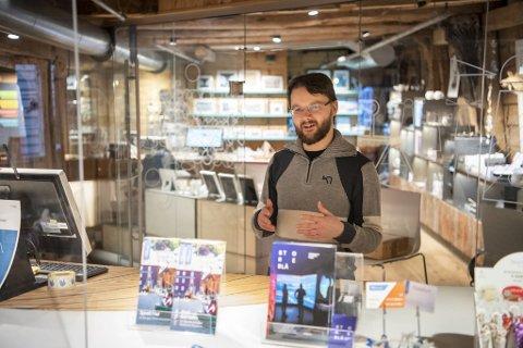 Nylig ble Andreas tilbudt en fast deltidsstilling i resepsjonen i Norges Fiskerimuseum. Han nølte ikke med å takke ja.