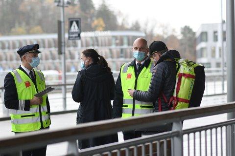 Piloter og kabinansatte fra Parat ga tydelig beskjed til passasjerer om å holde seg unna Wizz Air. De startet med innenriksflyvinger fra Flesland på torsdag.