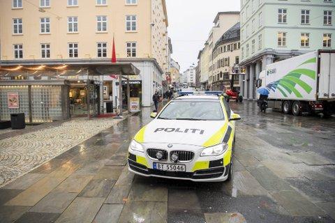 Politiet i Bergen har gått gjennom en ny forskrift for hvordan de skal håndheve loven knyttet til de nye koronatiltakene.