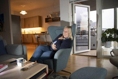 Legevaktsjefen hjemme i leiligheten i Damsgårdsveien hvor hun og ektemannen har bodd i snart tre år. Derfra ser hun Askøy, Puddefjordsbroen, Ulriken, og ikke minst legevakten.