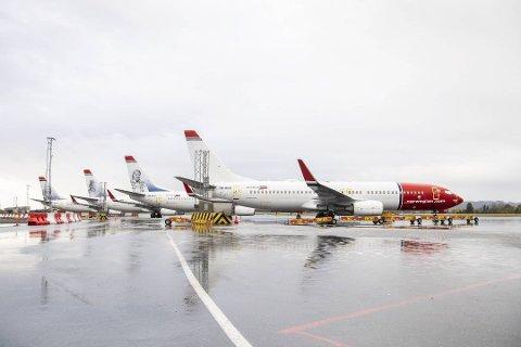 På et tidspunkt sto tolv fly fra Norwegian på bakken på Flesland. Slik kan det bli igjen, frykter konsernledelsen og tillitsvalgte.