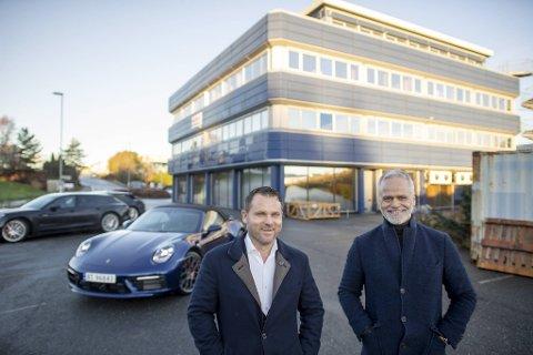 Det gamle Nera-bygget i Kokstaddalen skal rives og gjøre plass til en flunkende ny og eksklusiv bilforretning. (Fra v.) Porsche-sjef på Vestlandet Endre Johnsen og utbygger Tor Fredrik Müller i EGD Property.