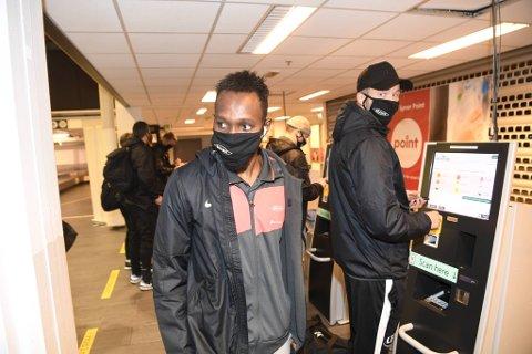 Det var en ordknapp og preget Daouda Bamba som kom til flyplassen i Kristiansand dagen etter den grove hetsen etter Start-kampen.