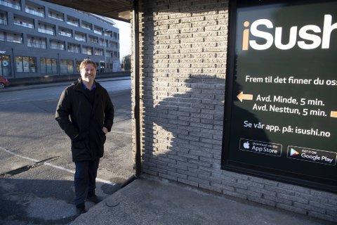 Isushi-eier Roger Johannessen har ingen betenkeligheter med å åpne en ny avdeling relativt få meter unna Sabi Sushi i Paradisalleen.