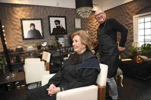 Trude Drevland har vært stamkunde hos frisør Trond Skeide Johannessen i Øvregaten i nesten 40 år. Her fra en sak i april.
