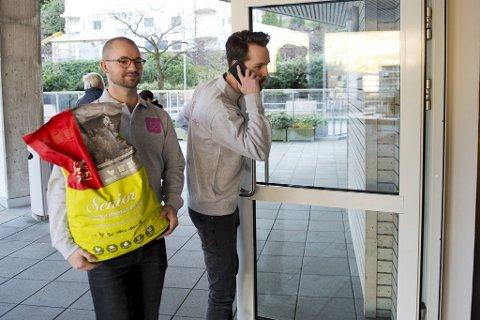 Daglig leder Roger Holthe Olsen (til venstre) og Øyvind Eriksen er to av Dyrekassen-gründerne. Hvor mye penger de får aksjene sine er ikke offentliggjort.