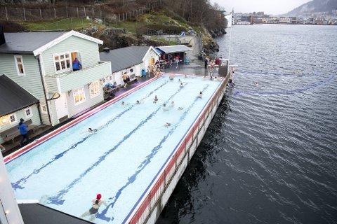 Nå sørger nye midler for at sjøbadet er åpent tre dager i uken gjennom resten av vinteren.