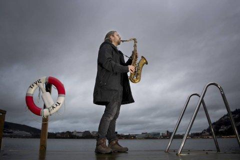 Det er blitt et annerledes år for de fleste av oss – inkludert saksofonisten Kjetil Møster, men musikeren fra Bergen har fått jobbe med doktorgraden sin – og gitt ut en kritikerrost plate.