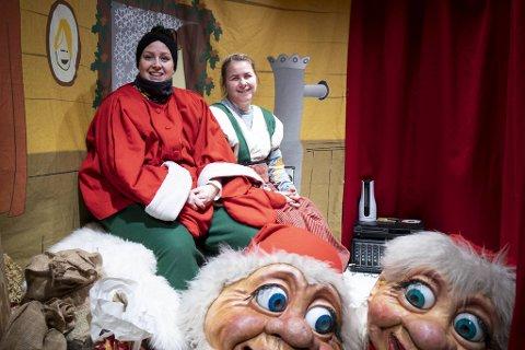 Søstrene Lisa Hole Nielsen (31) og Hanne Kristin Hole (30) digger å opptre. Publikum digger å se på. I fravær av snø og julebord, kan det være du må få med deg en av forestillingene til Sundt-nissene, for å finne julestemningen.