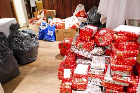 Selv om julaften blir noe annerledes, jobber Bergen Røde Kors på for å få ordnet gaver, som de alltid gjør. Arkivfoto.