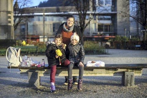 Yvonne Dahl (1974), Sabine Bade (2014) og Tale Bade (2011), Sandviken