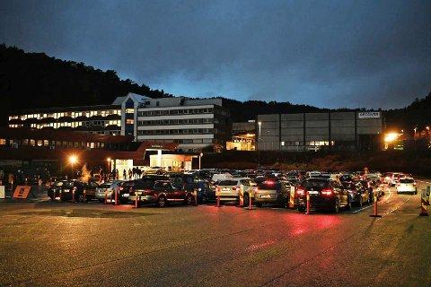 Parkeringsplassen på Spelhaugen var fylt opp klokken ni tirsdag morgen.