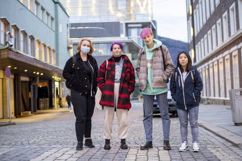 Kajsa Torgilstveit (2003), Os, Anna Eide (2003), Loddefjord, Karl-Ludvik Tøsdal (2003), Søfteland, og Line Nguyen (2003), Os