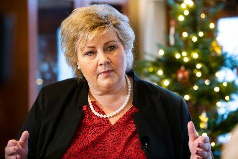 Erna Solberg under et julebesøk i Bergen torsdag.