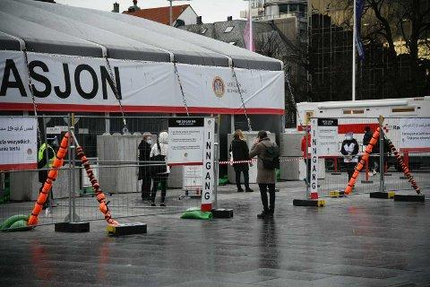 Teststasjonen på Festplassen holder åpent i julen også. Første juledag var det 120 som testet seg første åpningstimen.