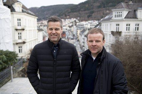 - Bergen kommer alltid til å være hjemme for oss, siden det er her familiene våre bor. Det er godt å være hjemme igjen, men samtidig er vi allerede begynt å tenke på det som skal skje med Bodø/Glimt i 2021-sesongen, sier Bodø/Glimts bergenske trenerduo Kjetil Knutsen (t.v.) og Morten Kalvenes, som er Årets sportsnavn i BA.