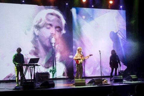 Egge var førstemann på scenen under kveldens konsert. Han spiller live for første gang siden mai.