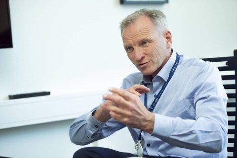 Sykehusdirektør Eivind Hansen orienterer om situasjonen.