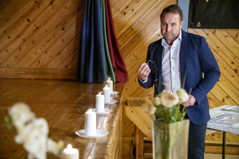 Terje Tviberg, rektor ved Aurdalslia skole, forberedte minnestund i gymsalen 6. januar i fjor.