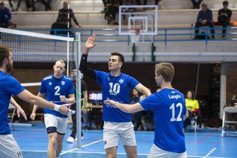 TIF Viking har for lengst flyttet inn i sin nye storstue, Åsane Arena. Norges beste anlegg for volleyball, mener Viking-kaptein Kristian Morken Bjelland (nr. 10). Han håper volleyballforbundet som et smittevennlig tiltak kan flytte cupfinalen fra Oslo til Bergen Nord.