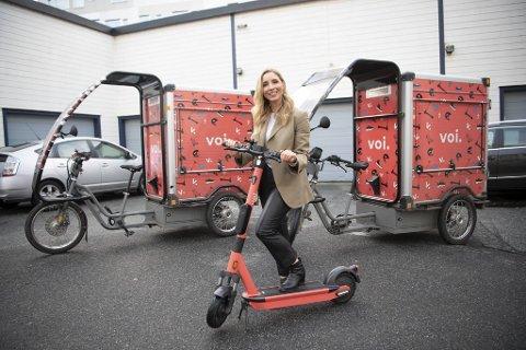 Norgessjef Christina Moe Gjerde i Voi satte nylig ut 400 el-løperhjul i sentrum. Hun tror Bergen kommune vil frafalle kravet om gategrunnsleie.
