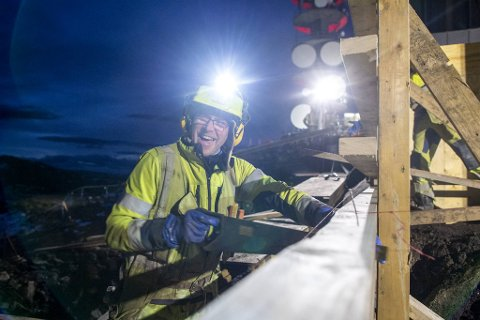 Forskalingssnekker Helge Rossland er en av humørsprederne på Ulrikens topp.