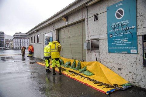 Lukene skalkes på Skur 8. På innsiden er kloakkpumpene som betjener sentrum og Sandviken.