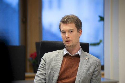 Erlend Horn (V) er vikar for miljøbyråd Thor Haakon Bakke. Han kommer med kritikk til Ryde, samtidig som han håper at resten av bransjen følger etter..