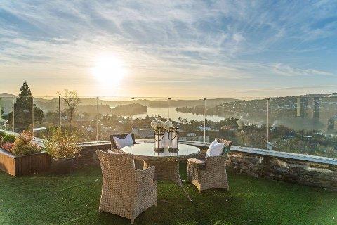 En ny eier kan se frem til kveldssol og panoramautsikt. Foto: Silje Holte (Inviso)