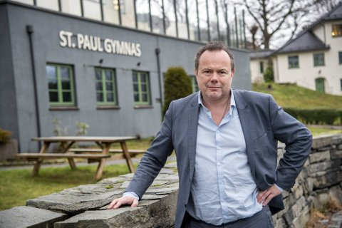 Petter Gjessing er rektor på St. Paul VGS , og forteller BA at han mistenker at friskolene blir utelukket fordi de er ikke del av den offentlige interessen.